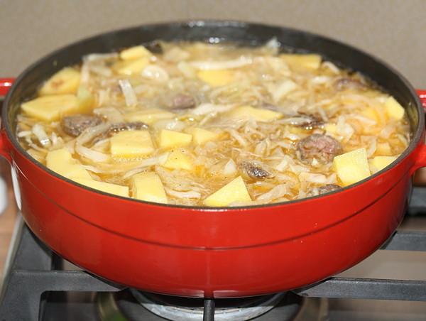 капуста с картошкой в сковороде